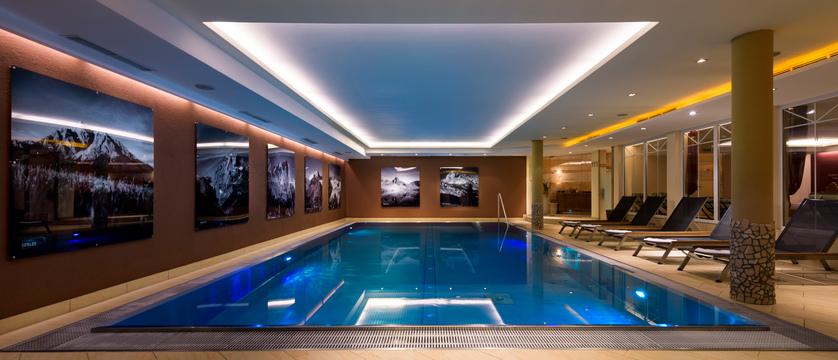 indoor-pool-hotel-der-stubaierhof-neustift-austria.jpg